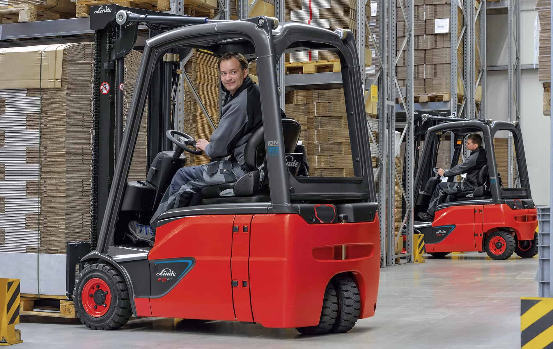 A Comparison Between 3-Wheel and 4-Wheel Electric Forklifts